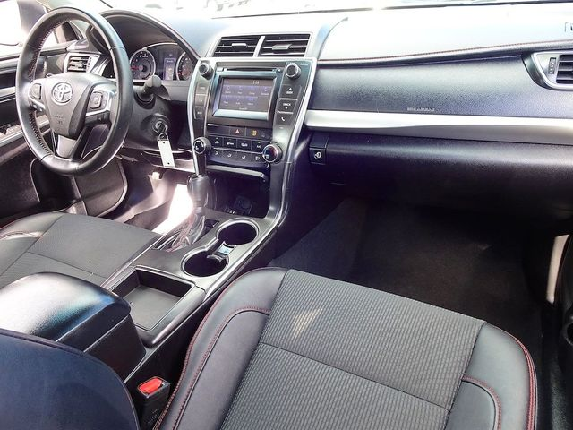 2017 Toyota Camry SE Madison, NC 34