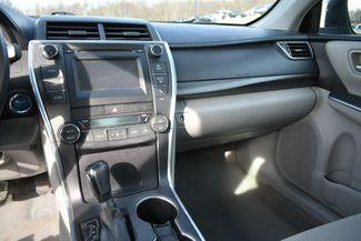 2017 Toyota Camry Hybrid LE Naugatuck, Connecticut 17
