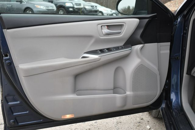 2017 Toyota Camry Hybrid LE Naugatuck, Connecticut 18