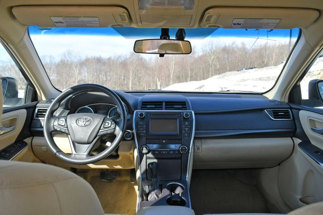 2017 Toyota Camry Hybrid LE Naugatuck, Connecticut 15