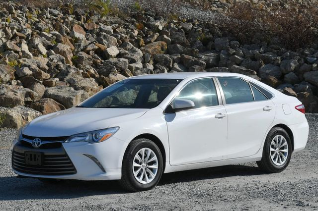 2017 Toyota Camry Hybrid LE Naugatuck, Connecticut