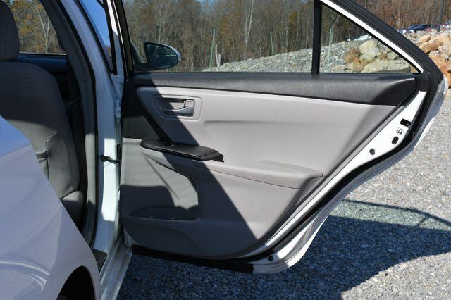 2017 Toyota Camry Hybrid LE Naugatuck, Connecticut 10