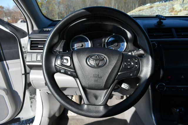 2017 Toyota Camry Hybrid LE Naugatuck, Connecticut 19