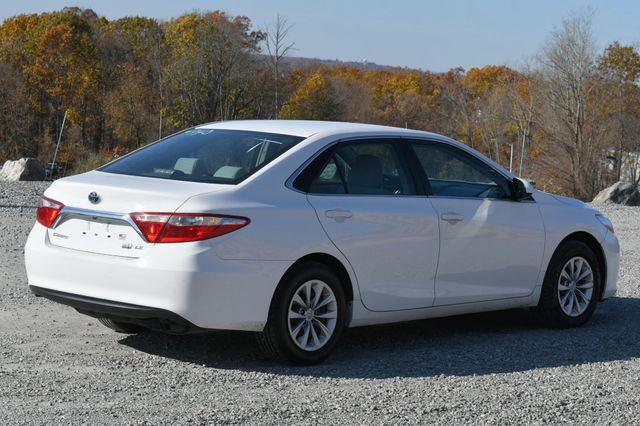 2017 Toyota Camry Hybrid LE Naugatuck, Connecticut 4