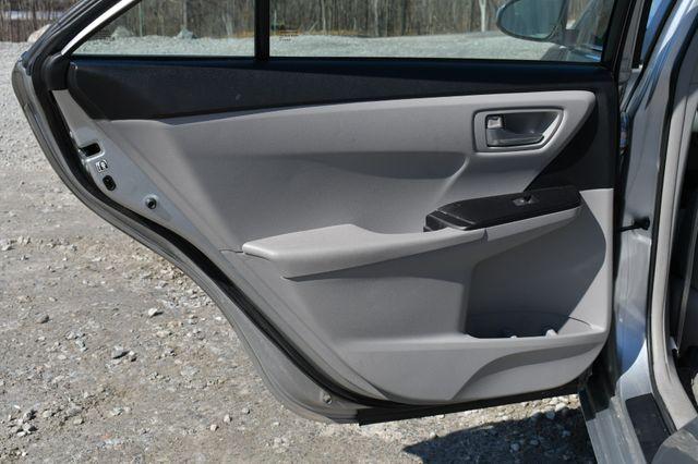 2017 Toyota Camry LE Naugatuck, Connecticut 14