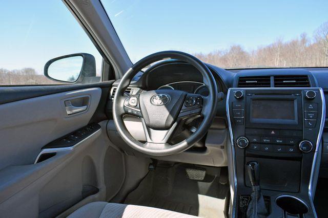 2017 Toyota Camry LE Naugatuck, Connecticut 15