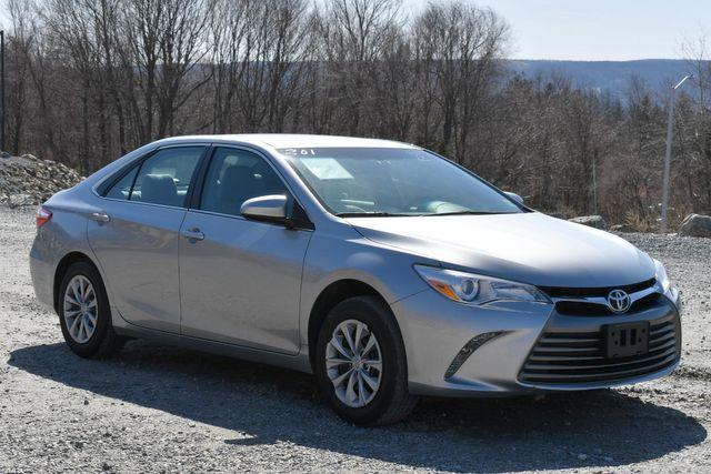 2017 Toyota Camry LE Naugatuck, Connecticut 8
