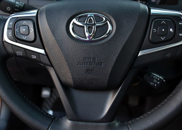 2017 Toyota Camry XLE Waterbury, Connecticut 32
