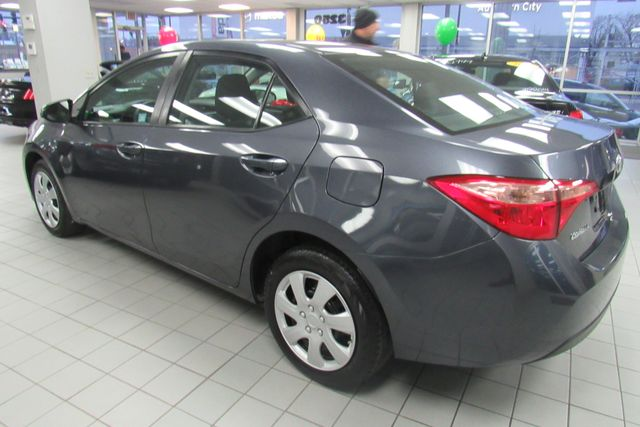 2017 Toyota Corolla LE Chicago, Illinois 3