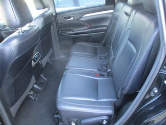2017 Toyota Highlander XLE Farmington, MN 3