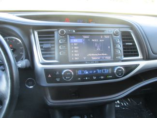 2017 Toyota Highlander XLE Farmington, MN 6