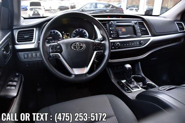 2017 Toyota Highlander LE V6 AWD Waterbury, Connecticut 14