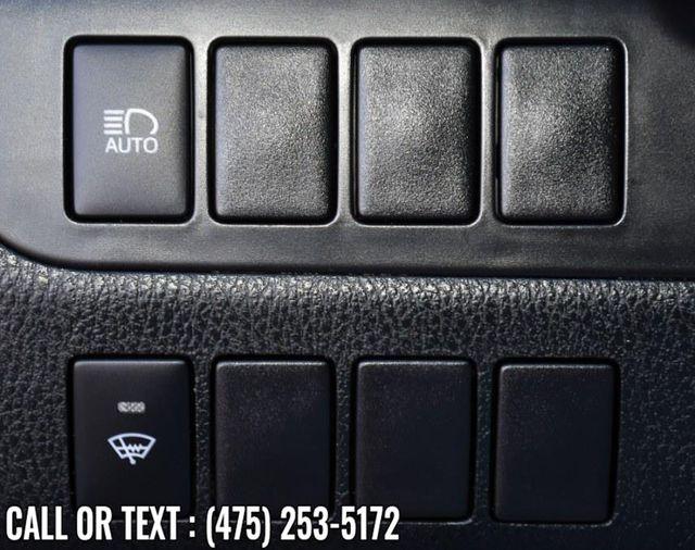 2017 Toyota Highlander LE V6 AWD Waterbury, Connecticut 28
