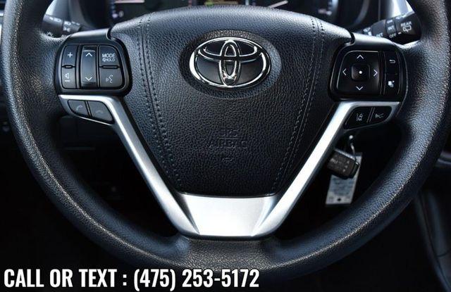 2017 Toyota Highlander LE V6 AWD Waterbury, Connecticut 29