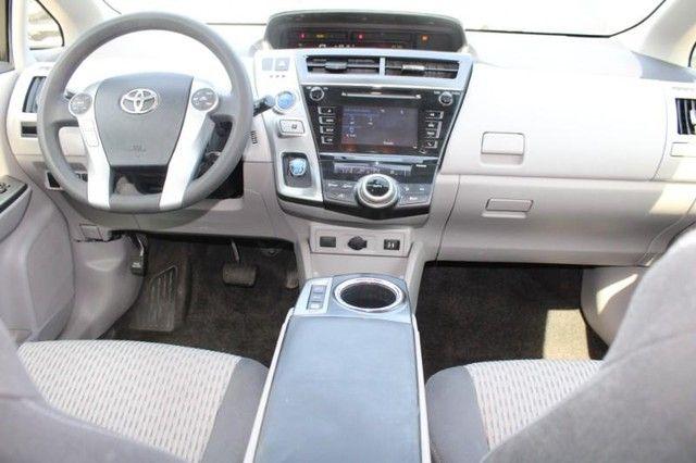 2017 Toyota Prius v Two St. Louis, Missouri 11