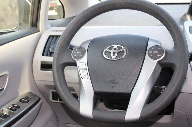 2017 Toyota Prius v Two St. Louis, Missouri 12