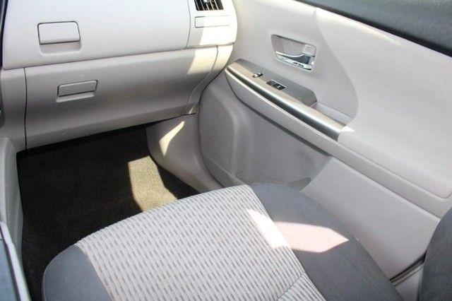 2017 Toyota Prius v Two St. Louis, Missouri 9