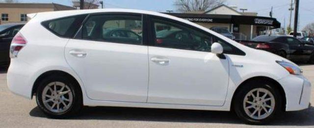 2017 Toyota Prius v Two St. Louis, Missouri 3
