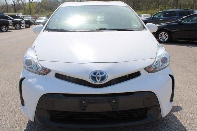 2017 Toyota Prius v Two St. Louis, Missouri 1