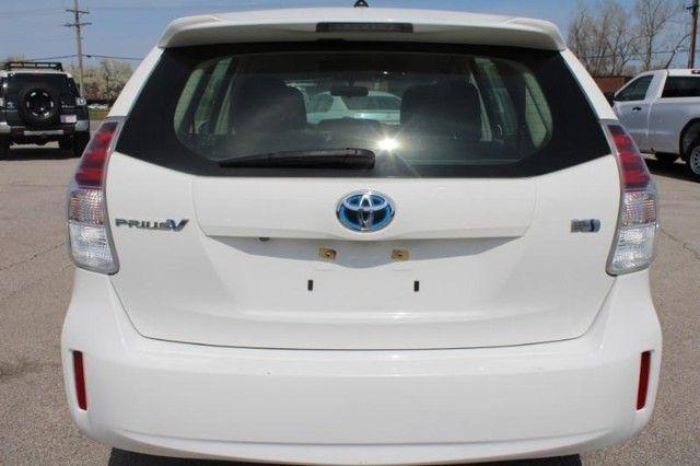 2017 Toyota Prius v Two St. Louis, Missouri 5