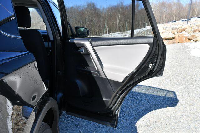 2017 Toyota RAV4 Hybrid XLE Naugatuck, Connecticut 12