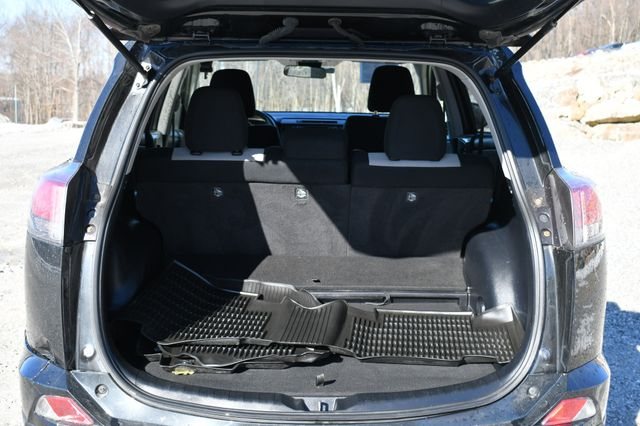 2017 Toyota RAV4 Hybrid XLE Naugatuck, Connecticut 13