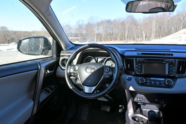 2017 Toyota RAV4 Hybrid XLE Naugatuck, Connecticut 15