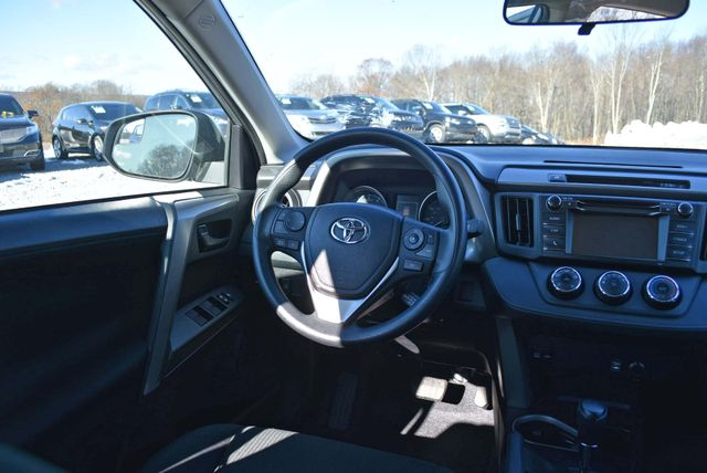 2017 Toyota RAV4 LE Naugatuck, Connecticut 9
