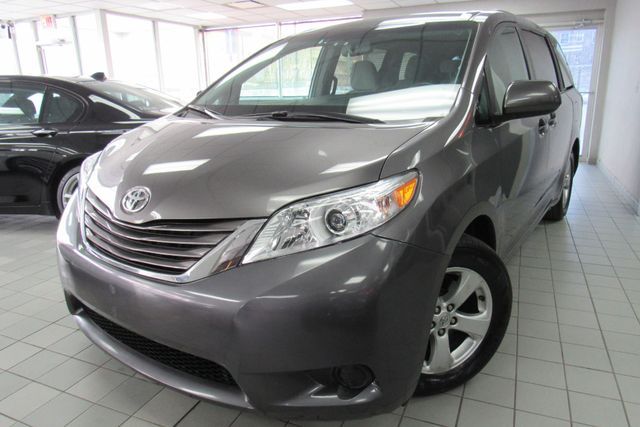2017 Toyota Sienna LE W/NAVIAGATION / SYSTEM APP/ BACK UP CAM Chicago, Illinois 2