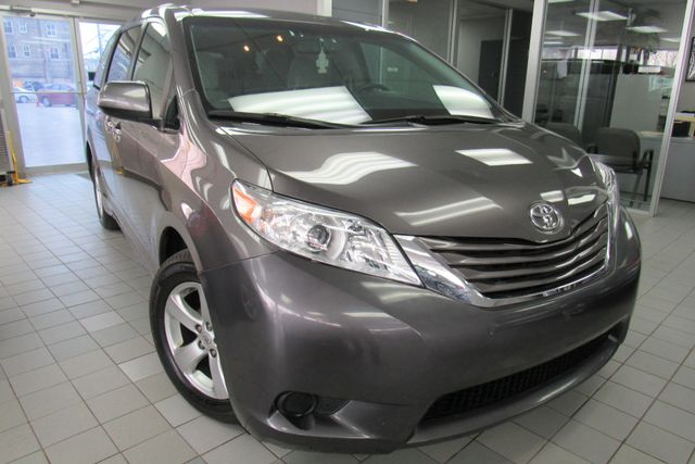 2017 Toyota Sienna LE W/NAVIAGATION / SYSTEM APP/ BACK UP CAM Chicago, Illinois