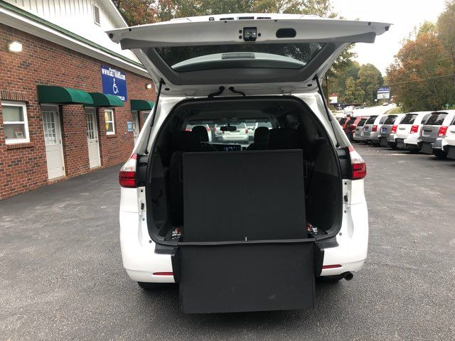 2017 Toyota Sienna LE handicap wheelchair van rear entry.. Dallas, Georgia 1