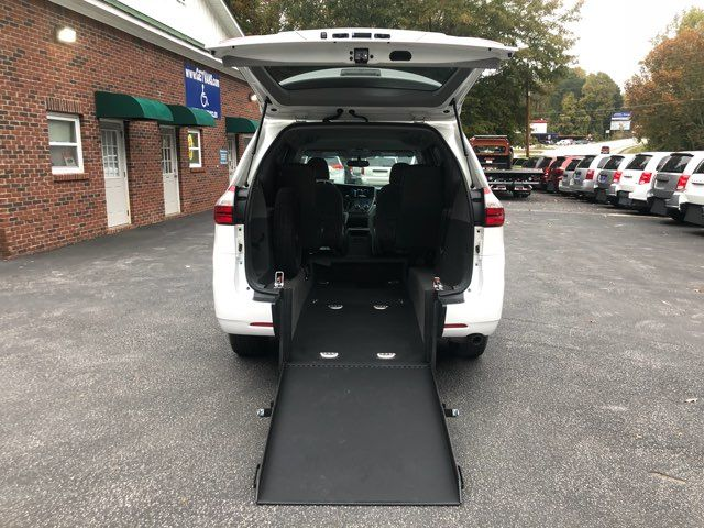 2017 Toyota Sienna LE handicap wheelchair van rear entry.. Dallas, Georgia 2