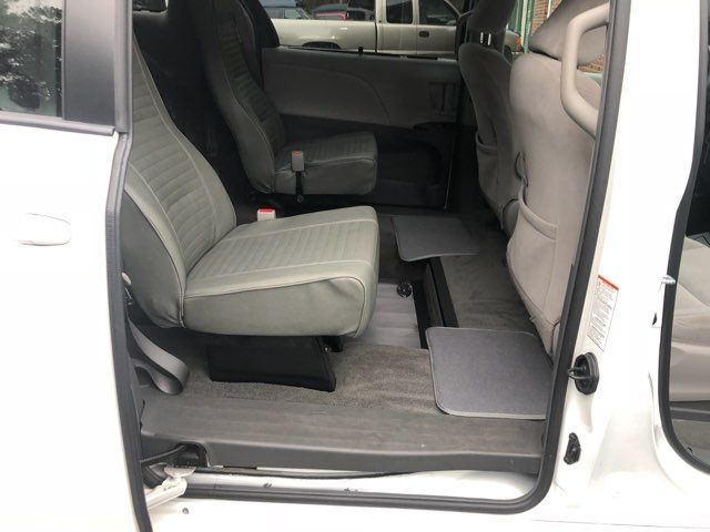 2017 Toyota Sienna LE handicap wheelchair van rear entry.. Dallas, Georgia 20