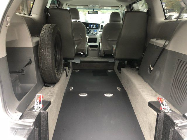 2017 Toyota Sienna LE handicap wheelchair van rear entry.. Dallas, Georgia 3