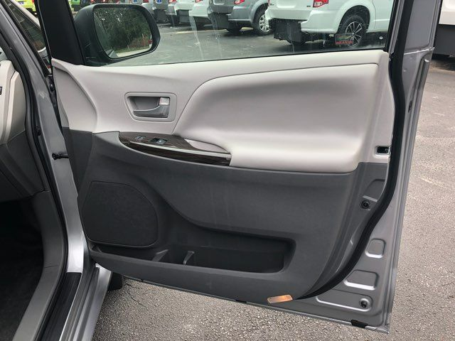 2017 Toyota Sienna XLE handicap wheelchair van Dallas, Georgia 20