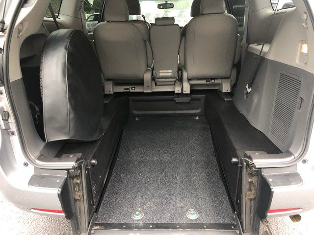 2017 Toyota Sienna XLE handicap wheelchair van Dallas, Georgia 1