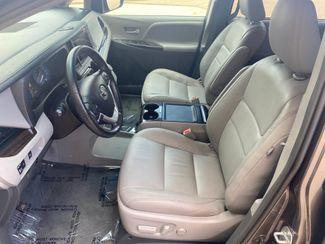 2017 Toyota Sienna XLE Premium Farmington, MN 5