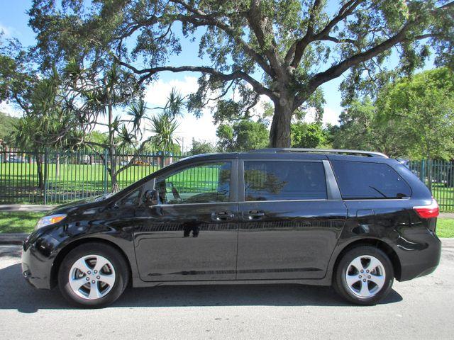 2017 Toyota Sienna LE Auto Access Seat Miami, Florida 1