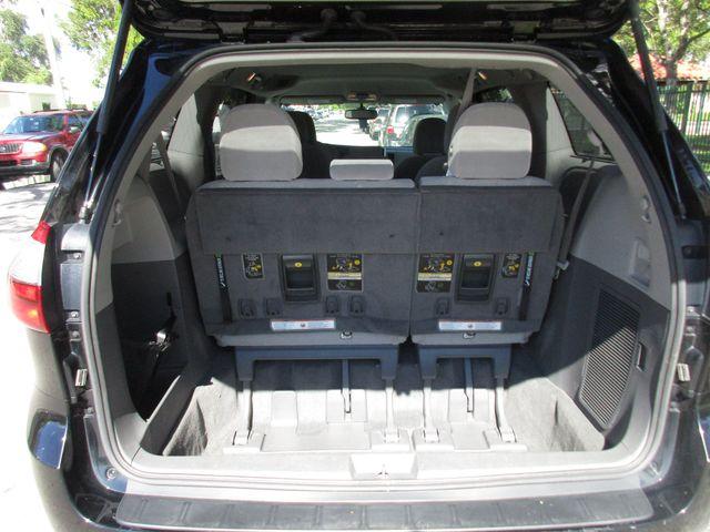 2017 Toyota Sienna LE Auto Access Seat Miami, Florida 12