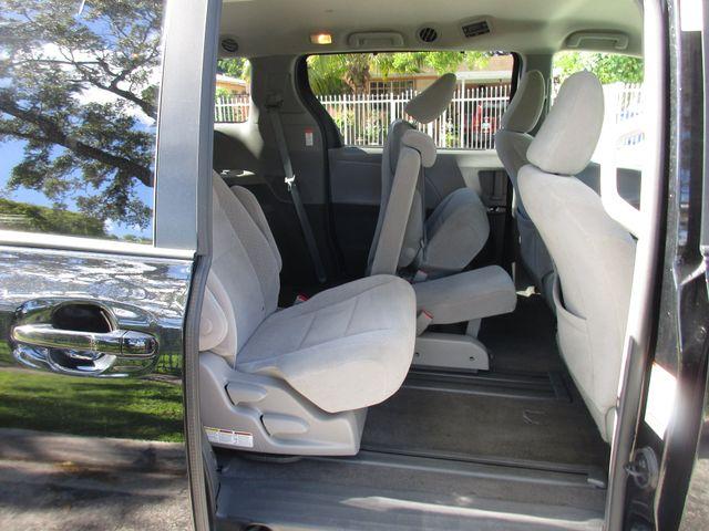 2017 Toyota Sienna LE Auto Access Seat Miami, Florida 13