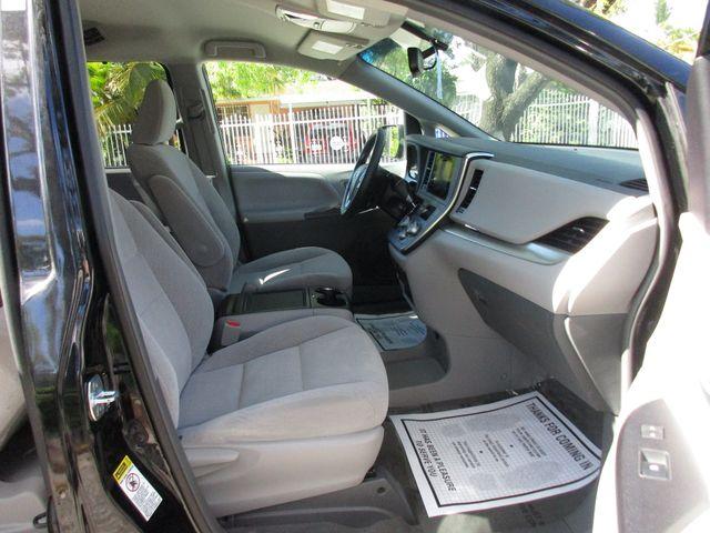 2017 Toyota Sienna LE Auto Access Seat Miami, Florida 15