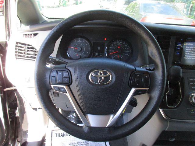 2017 Toyota Sienna LE Auto Access Seat Miami, Florida 16