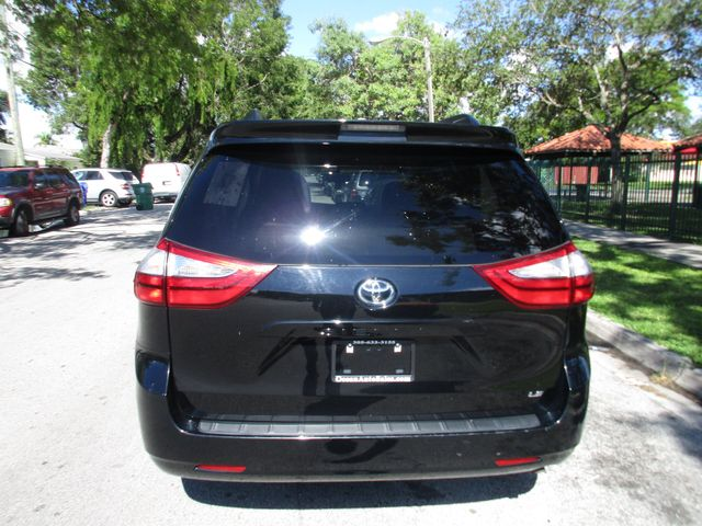 2017 Toyota Sienna LE Auto Access Seat Miami, Florida 3