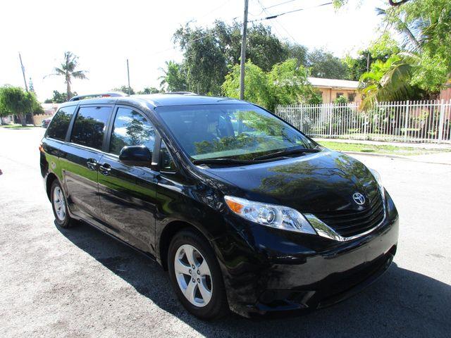 2017 Toyota Sienna LE Auto Access Seat Miami, Florida 5