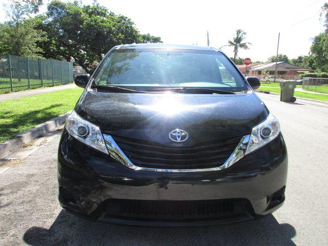 2017 Toyota Sienna LE Auto Access Seat Miami, Florida 6