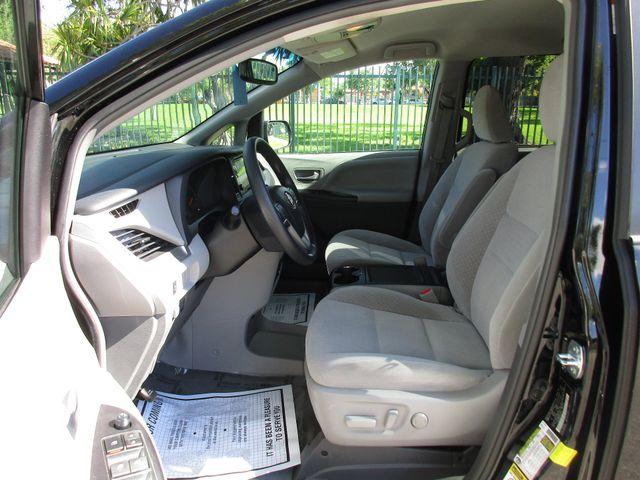 2017 Toyota Sienna LE Auto Access Seat Miami, Florida 8