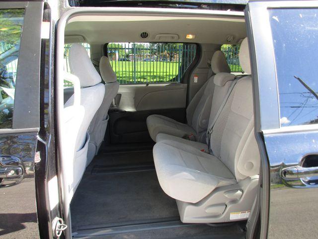 2017 Toyota Sienna LE Auto Access Seat Miami, Florida 9