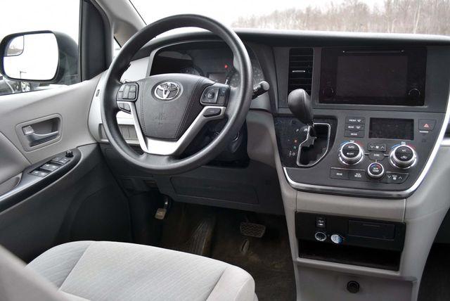 2017 Toyota Sienna LE Naugatuck, Connecticut 14