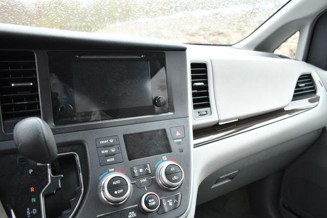 2017 Toyota Sienna LE Naugatuck, Connecticut 17
