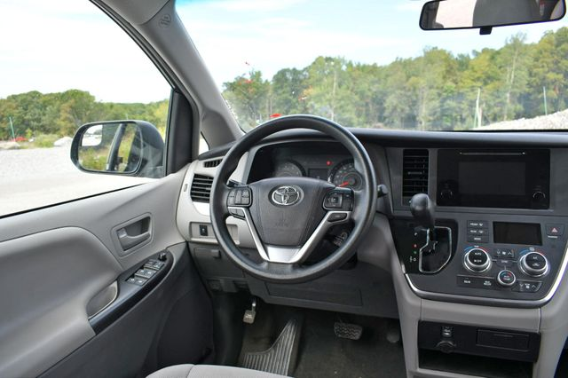 2017 Toyota Sienna L Naugatuck, Connecticut 15